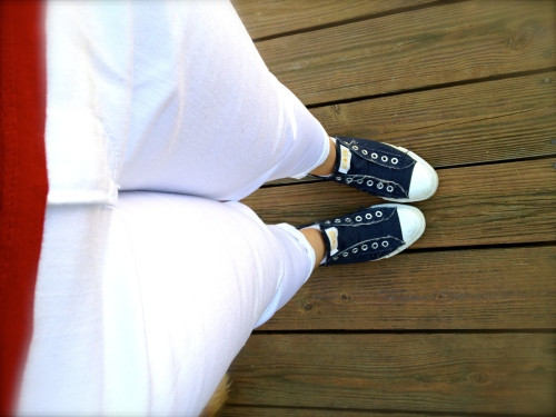 converse and white pants